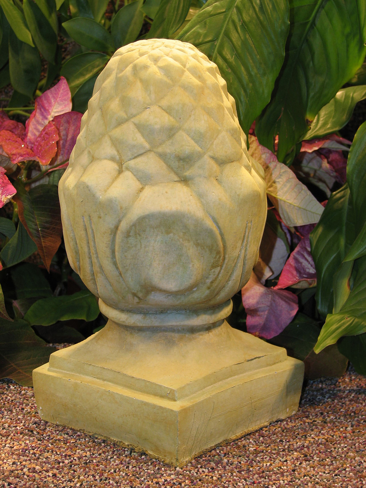Small Pineapple Finial Wb