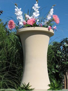 Columbia Vase Cream